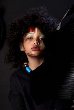 Nmagazine/  Photo Paula Perrier Styling Minimals Face Art Vale Saig