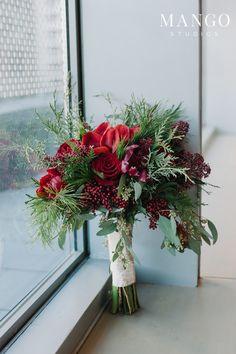 #flowers #roses #berries #bouquet #elegant #bold #wedding #weddingday #ceder
