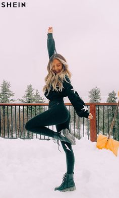To find out about the Star Drop Shoulder Crop Sweater at SHEIN, part of our latest Sweaters ready to shop online today! Winter Mode Outfits, Winter Fashion Outfits, Snow Fashion, Snow Photography, Photography Poses Women, Sarah Betts, Winter Stil, Snow Outfit, Winter Pictures