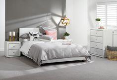 Дизайн спальни в серо-белых тонах