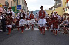 https://flic.kr/p/Lj9Cv4 | 74ème Festival Folklorique International Danses et Musiques du Monde | N'hésitez pas à consulter notre site internet www.tourisme-amelie.com  Dès le début du 20° siècle et notamment lors des fêtes du Carnaval, un groupe de jeunes gens et de jeunes filles exécutait dans les rues de la ville des danses folkloriques catalanes.  Jean TRESCASES, fondateur des Danseurs catalans d'Amélie les bains en 1935, créa en 1936 un festival folklorique des provinces françaises.  Et…