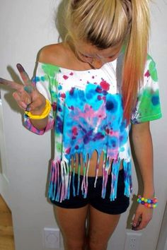 want to do this to my old tie dye shirt Cut Up Tees, Cut Up T Shirt, Zerschnittene Shirts, Neon Shirts, Shibori, Tiy Dye, Hippie T Shirts, Dye Shirt, Diy Clothing