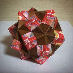 コーナーポケット/Ⅲ型 『花まり』布施知子 Corner pocket/Ⅲ Tomoko Fuse #origami #paperfolding #papercraft #craft #diy #japan #japanese #hobby #折り紙 #おりがみ #紙細工 #手芸 #ペーパークラフト #趣味 #kusudama #modularorigami #unitorigami #ユニット折り紙 #くす玉 #tomokofuse #布施知子