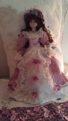 Isabelle Victorian Dolls, Vintage Dolls, Painted Books, Doll Maker, Cute Dolls, Our Girl, Gothic Lolita, Miniature Dolls, Beautiful Dolls