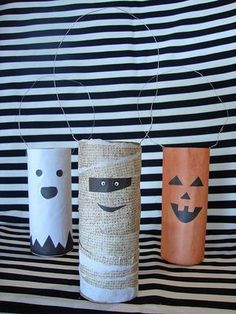 For school parties: This year recycle your leftover toilet paper rolls into tubes of terror, by turning them in to Halloween-themed door knob decorations! Theme Halloween, Halloween Crafts For Kids, Halloween Projects, Holidays Halloween, Halloween Decorations, Craft Projects, Halloween Door, Creepy Halloween, Halloween Candy
