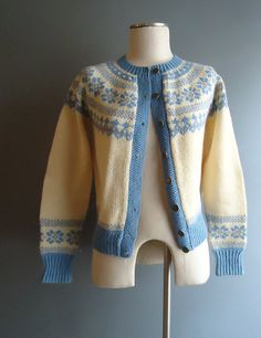 Another beauty. Fair Isle Knitting Patterns, Knitting Charts, Hand Knitting, Norwegian Knitting, Nordic Sweater, Hand Knitted Sweaters, Blue Christmas, Knit Cardigan, High Fashion