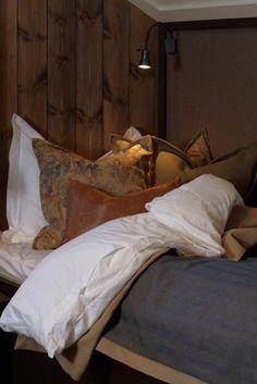 CASA TRÈS CHIC: CHRISTIAN'S & HENNIE - INVERNO Ski Chalet, Alpine Chalet, Chalet Interior, Interior Design, Dreams Beds, Cozy Cabin, Winter House, Cozy Bed, Cabin Homes