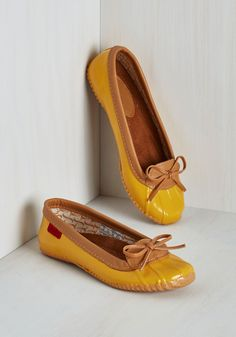 Back in a Splash Rain Shoe in Goldenrod. The weather wont stop you from feeling winsome while you run errands in these golden yellow rain shoes! #yellow #modcloth