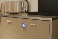 Ambiente Corporativo Planejado - Detalhes de segurança, acabamento e ferragens dos produtos. http://www.moradamoveis.com/