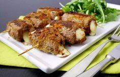 Gli spiedini alla messinese sono dei golosi spiedini farciti con pangrattato condito e formaggio.