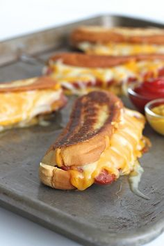 A brilliant combination of two classics: grilled cheese and hot dogs! A buttery crisp hot dog bun filled with lots of melted cheese and a juicy grilled hot dog. Why choose when you can have both? I us(Grilled Cheese Classic) Dog Recipes, Grilling Recipes, Cooking Recipes, Recipes With Hotdogs, Dishes Recipes, Sandwich Recipes, Recipies, Grilled Cheese Hot Dog, Grilled Cheeses