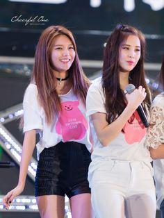 Snsd Sooyoung & Seohyun