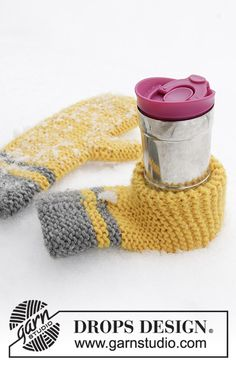 Keep It Warm - Knitted mitten and beer mitten in DROPS Eskimo. Stripes and garter stitch. - Free pattern by DROPS Design Loom Knitting Projects, Easy Knitting, Knitting Patterns Free, Free Pattern, Crochet Patterns, Knitting Ideas, Crochet Mitts, Knitted Mittens Pattern, Knit Mittens