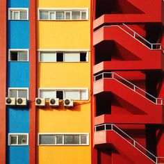 Yener Torun, is an architect-turned-photographer who has lived in Istanbul since he was and has now decided to show an unconventional side of his city. His minimalist street photography shows. Architecture Byzantine, Turkish Architecture, Architecture Design, Minimalist Architecture, Cubist Architecture, Building Architecture, Mondrian, Brutalist, Modern Buildings