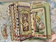 "Bloc notes anneaux ""Alice"" de Stamperia - YouTube Mini Albums, Mini Scrapbook Albums, Scrapbook Page Layouts, Alicia Wonderland, Alice In Wonderland Theme, Handmade Books, Handmade Journals, Creative Journal, Fancy Fold Cards"