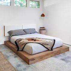 How to build a beautiful DIY bed frame & wood headboard easily. Free DIY bed plan & variations on king, queen & twin size bed, best natural wood finishes, and lots of helpful tips! - A Piece of Rainbow Home Bedroom, Bedroom Furniture, Furniture Design, Bedroom Decor, Master Bedroom, Find Furniture, Modern Furniture, Furniture Sets, Bedroom Ideas