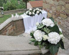Allestimento scenografico per matrimonio del conduttore Amadeus e Giovanna   Wedding designer & planner Monia Re - www.moniare.com   Organizzazione e pianificazione Kairòs Eventi -www.kairoseventi.it   Foto di www.kairoseventi.it