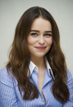 A fan page for the incredibly talented and beautiful actress Emilia Clarke. Emilia Clarke Hot, Emelia Clarke, Emilia Clarke Daenerys Targaryen, Celebrities Before And After, Green Hair Colors, Actress Jessica, French Girls, British Actresses, Hollywood Actor