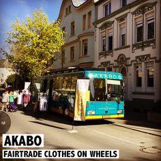 Ein einzigartiges Konzept in Luxemburg: Fairtrade Kleider auf Rädern - Der Akabo-Bus. Seit einem Jahr tourt er durchs Land und verkauft faire Kleidung. Nun hat Akabo auch ein Geschäft eröffnet. Mehr Infos zu Akabo gibt es auf www.rosportlife.com