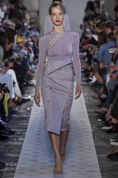 Max Mara  VogueRussia  readytowear  rtw  springsummer2018  MaxMara   VogueCollections Fashion Week 8d7e29c8112