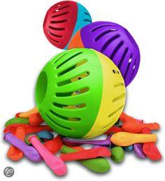 waterballon opdraaien en overgooien maar als de tijd op was dan spatte de ballon vol water