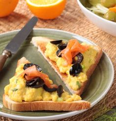Tartines de saumon et olives noires / Salmon and black olives spread