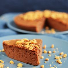 Gluténmentes földimogyorós-csokis felhőtorta recept Mousse Cake, Naan, Cake Designs, Paleo, Gluten Free, Diet, Food, Glutenfree, Essen