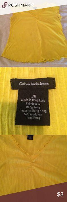 """✨SUMMER TOP✨ SUPER CUTER STRETCH T-SHIRT. Bust: 36"""" Length: 22"""" Calvin Klein Jeans Tops Blouses"""