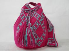 Wayuu Mochila's recent verkocht - Wayuu Mochila tassen Tapestry Bag, Tapestry Crochet, Knit Crochet, Crochet Bags, Crochet Ideas, Mochila Crochet, Bucket Bag, Purses And Bags, Slippers