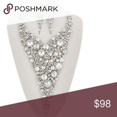 """Glam Queen Necklace Set Silver Tone / Clear Glass & Rhinestone/ Post (earrings) / Over Size / Bridal / Prom / Necklace & Earring Set •   ChiqStyle No : 000537976 •   LENGTH : 20"""" + EXT •   EARRING : 1"""" X 3 1/2"""" •   DROP : 9""""  •   SILVER/CLEAR Jewelry Necklaces"""