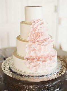 Blush pink wedding cake with giant flower via Wedding Sparrow blog http://weddingsparrow.com