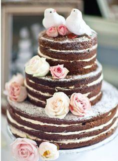 Muito romântico. Não me canso de olhar este bolo sem pasta americana.E vcs? Veja mais no blog Mother of The Bride >>>>http://www.motherofthebride.com.br/2012/08/bolos-de-casamento-sem-pasta-americana.html#.UcyZ4qWI1Qo — com Sitio Mogi Bertioga.