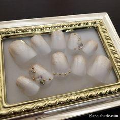 ブライダルのオーダーネイルチップ ・ サイズ調整、デザインの相談後2週間で出来上がり! ・ 両面テープもボンドも使用しないネイル用の粘着剤なので、繰り返しご使用頂けます ・ http://www.blanc-cherie.com/theme21.html ・ ・ ・ #ブライダルオーダーネイルチップ #ブライダルネイル #ウエディングネイル #ジェルネイル #フットネイル #結婚式 #結婚準備 #プレ花嫁 #ネイルチップ #nail  #nails #naildesign #ネイルアート #ネイルサロン #art #関西花嫁 #大阪花嫁 #関西プレ花嫁