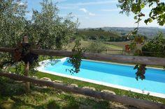 Giardini e piscina terrazzata sui vigneti della Villa Gemma di Sant'Elena country house Morro d'Alba - Ancona