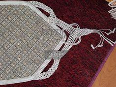 Αποτέλεσμα εικόνας για κεντηματα με χαντρες λασε Chrochet, Clothes Hanger, Cross Stitch, Kids Rugs, Personalized Items, Beads, Needlepoint, Crochet, Coat Hanger