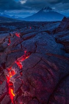 Science Discover Lava through the cracks All Nature Amazing Nature Beautiful World Beautiful Places Amazing Photography Nature Photography Cool Pictures Cool Photos Erupting Volcano All Nature, Science And Nature, Amazing Nature, Monte Fuji Japon, Beautiful World, Beautiful Places, Lava Flow, Natural Wonders, Mother Earth