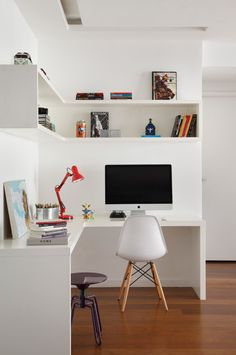 Browse pictures of advocate home offices. Discover inspiration for your minimalist home office design in the same way as ideas for decor, storage and furniture. Home Office Space, Office Workspace, Home Office Design, Home Office Decor, House Design, Office Ideas, Apartment Office, Office Designs, Office Table