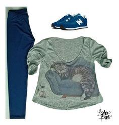 calza retro azul en lycra brillosa + remera gris melange con gato en el sillón