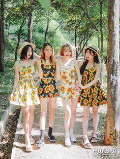 Official Korean Fashion : Korean Fashion Similar Look Fashion Mag, Fashion Couple, Floral Fashion, Korea Fashion, Colorful Fashion, Cute Fashion, Asian Fashion, Korean Outfits, New Outfits
