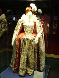 Shakespeare costume - Queen Elizabeth I by Beth Gibbons, via Flickr.  Ultra gorgeous, I love this!!!