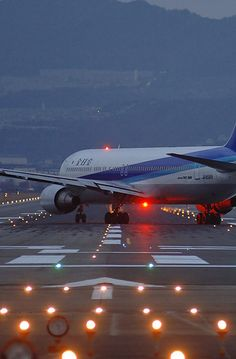 ANA B767 photo by Sam Chui
