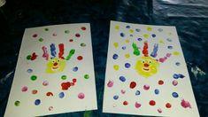 Handabdruck Clown zu Karneval. Das Kofetti drum herum ist auch mit den Fingern getupft.