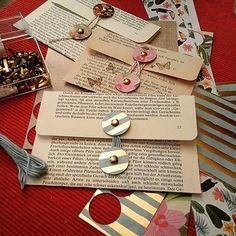 Creating pockets from old book pages. Fantastic repurposing idea for sending mail or making homemade invitations. Creating pockets from old book pages. Fantastic repurposing idea for sending mail or making homemade invitations. Old Book Crafts, Book Page Crafts, Vintage Paper Crafts, Diy Paper, Envelopes, Pochette Diy, Envelope Art, Origami Envelope, Old Book Pages