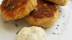 These crispy fried crab cakes are packed with sweet tender crabmeat. Enjoy with lemon wedges or tartar sauce.