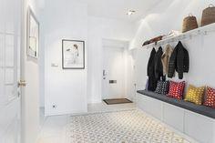 suelos de madera pintada de blanco estilo nórdico escandinavo decoración pisos suecos decoración de salones decoración de interiores decoración de comedores decoración blanco negro nórdico blog decoración nórdica