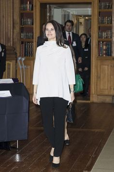 Royals & Fashion - Queen Silvia and Princess Sofia attended a forum on dementia held at the Royal Palace in Stockholm.  Queen Sophia of Spain also participated.