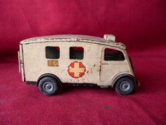 Vintage Tri Ang Minic Tinplate Clockwork Wind Up Post War Ambulance Toy Car Antique Metal, Antique Toys, Vintage Toys, All Toys, Red Cross, Ambulance, Diecast, Planes, Tin