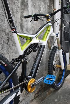 6efa9d7f3 2012 Specialized Enduro Carbon – Newly Stripped and Built.