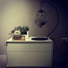 #architecture #architecturelovers #design #interiordesign #furniture #furnituredesign #arredamento #arredamentointerni #decor #venezia #instafashion #decoration #bedsidetable #lamp #phone #bebitalia #capellini