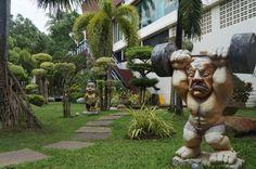 ピピ島*ピピバニヤンヴィラ[ホテルの場所は、繁華街もすぐ近くで、 ホテルの隣にはマッサージ屋さんもあり何をするにもとても便利がいいです。 立地、施設、お部屋を考えると、比較的安いホテル。